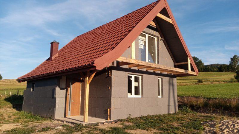 Stein auf Stein gebautes Einfamilienhaus mit 75 m² Wohnfläche mit Kaminofen!